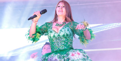 GLORIA SANCHEZ  Grabó video clip  en vivo sin playback