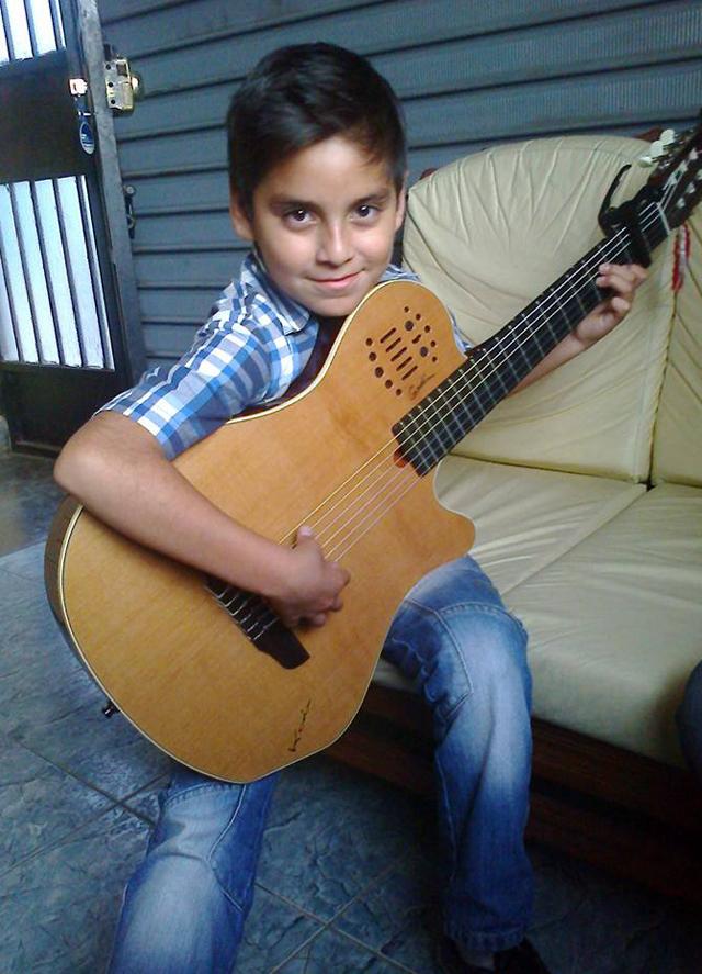 niño-prodigio-guitarra-02-full-ritmo