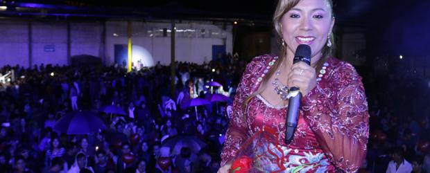 LA REINA DE LOS CARNAVALES CON SU qori carnaval de Magda