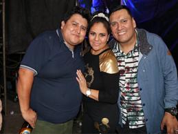 fotitos de amigos en fiesta de Dina Paucar