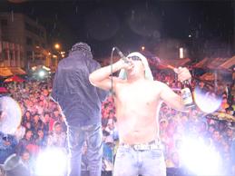 rockeros calentaron la noche de Juliaca