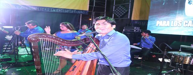 Miguel Salas triunfa con su canto y arpa
