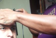 coordinador de folclor se vuelve «barbero» ( peluquero)