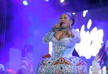 Mery Larico «Nos casaremos» en concierto