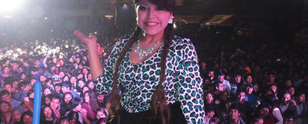 ¡ Perú la quiere ¡  AQUI STEFANY AGUILAR  EN SU TONO DE ANIVERSARIO
