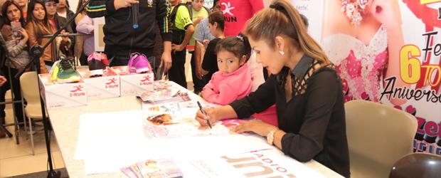 exitosa firma de autógrafos en Lima