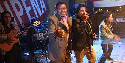 CHINITO DEL ANDE y DULCE CAMILA en la serenata a Arequipa