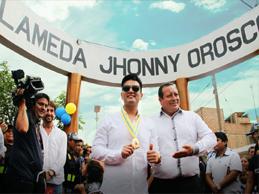 DEYVIS INAUGURA ALAMEDA JHONNY OROSCO EN COMAS